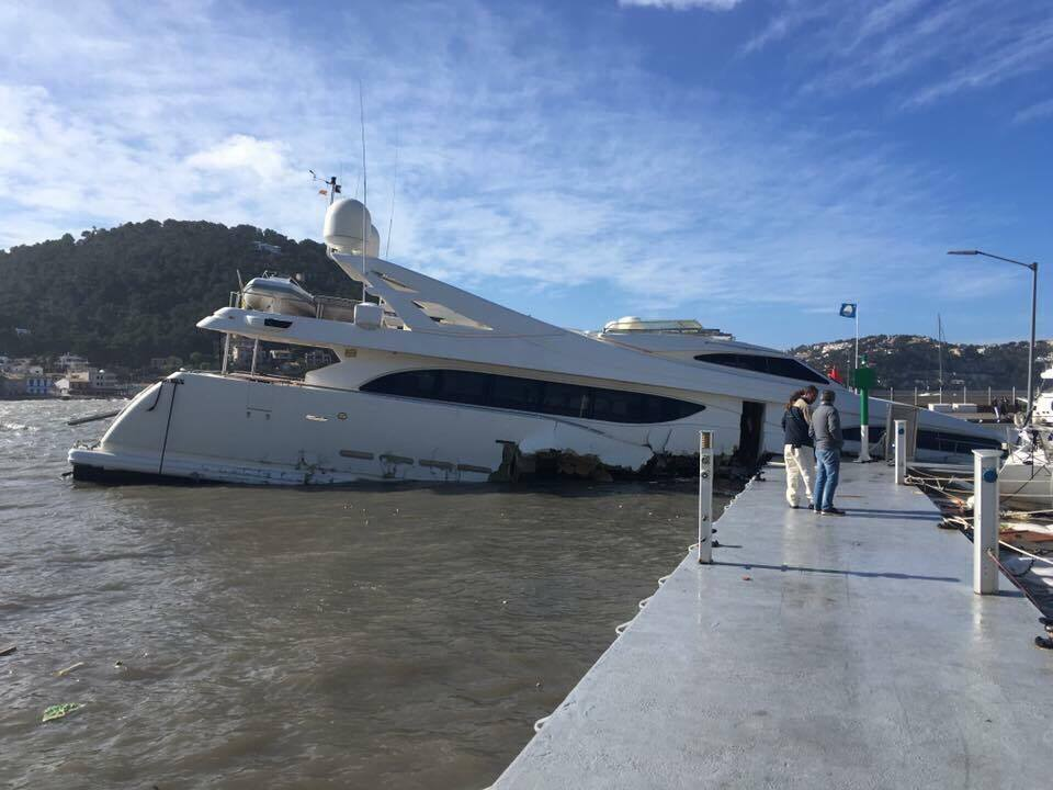 34m Yacht Sinks In Mallorca Yacht Harbour