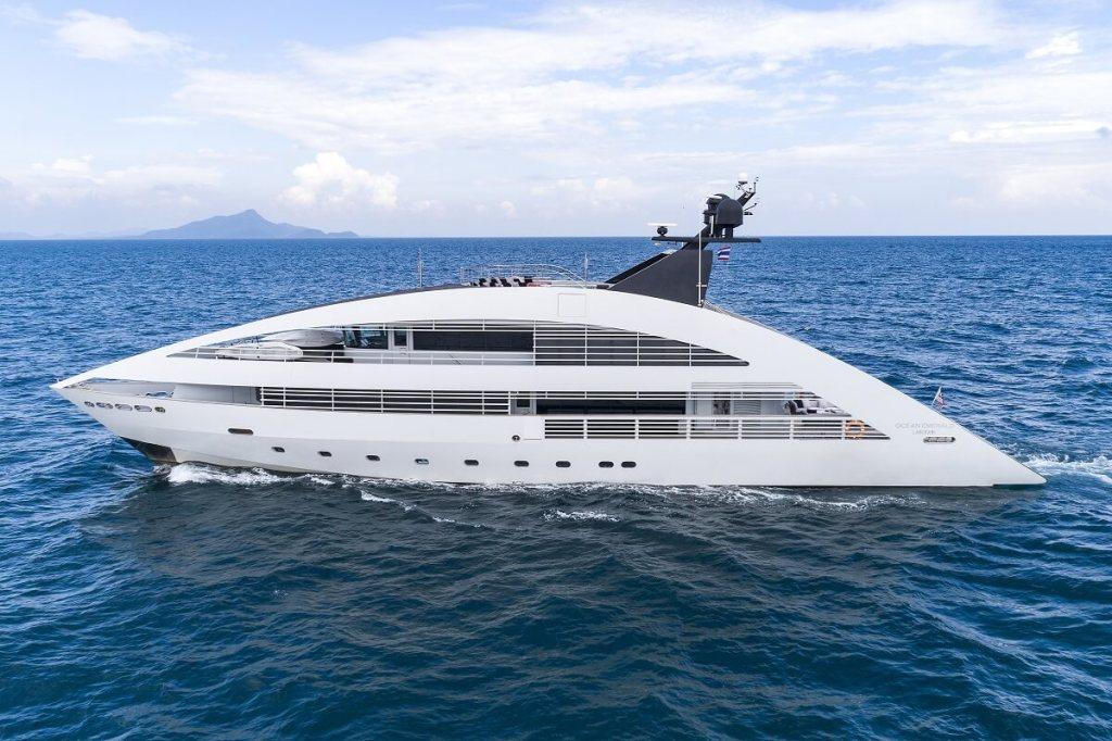 Ocean Emerald, superyacht, Norman Foster, charter, Camper & Nicholsons, Rodriquez