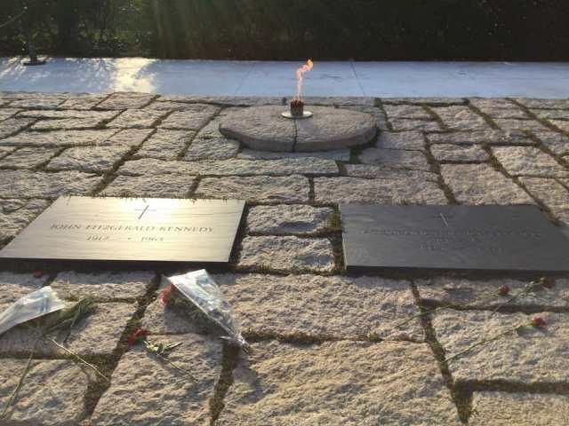 ジョンとジャッキーのお墓