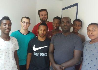 Junge Studenten – Mit Gottes Hilfe werden wir diese fünf oder sechs wunderbaren Jugendlichen (16 Jahre alt) aus der Gosse holen!