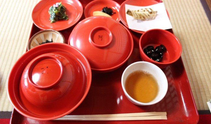 東林院・小豆粥で初春を祝う会