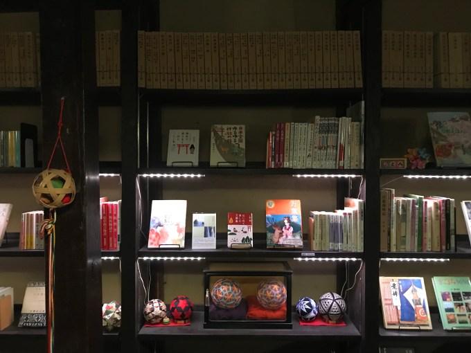 万葉図書コーナー