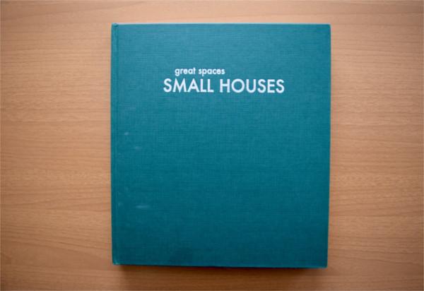 【書評】世界中の小さくて豊かな空間が勢揃い「SMALL HOUSES―great spaces」 YADOKARIの本棚