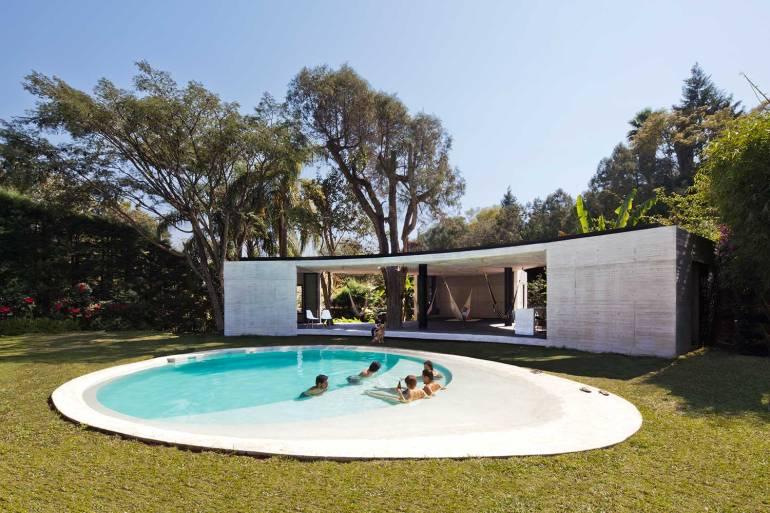 家の中に木が生える、ハンモックとプール付きのお洒落ラウンジ「Tepoztlan Lounge」