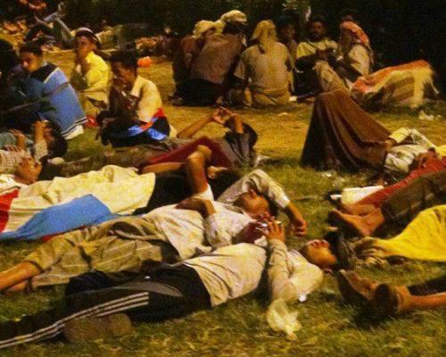 أبناء الجنوب يبيتون ليلتهم في ساحة العروض خورمكسر العاصمة عدن عشية مليونية القرار قرارنا
