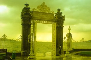 البوابة المطلة على البحر