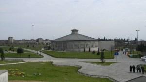 مبنى البانوراما والحديقة المحيطة به