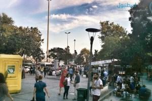 الساحة العامة في مدخل السوق