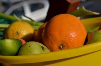 Apples, lemon, oranges.