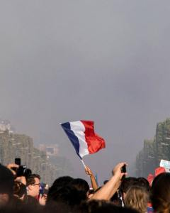raising-the-blue-red-and-white-flag-2267338_By Nicolas