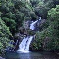 滝の音を聞きながらマイナスイオンたっぷりの空気を味わえます「アランガチの滝」