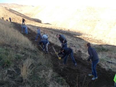 2016-10-11-yakima-missionaries-serve-31