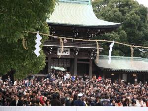 明治神宮の初詣はとても混雑します。回避する方法を紹介します。
