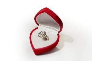 婚約指輪の相場ですが、値段はいくら位が良いのでしょうか?