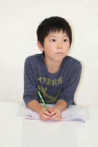 小学生の自由研究の書き方とテーマ選びは難しいですが、楽しく取り組みましょう。