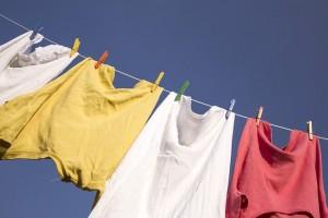 洗濯物の匂いの原因と取り方。臭くならない洗剤は?重曹や酢の活用法