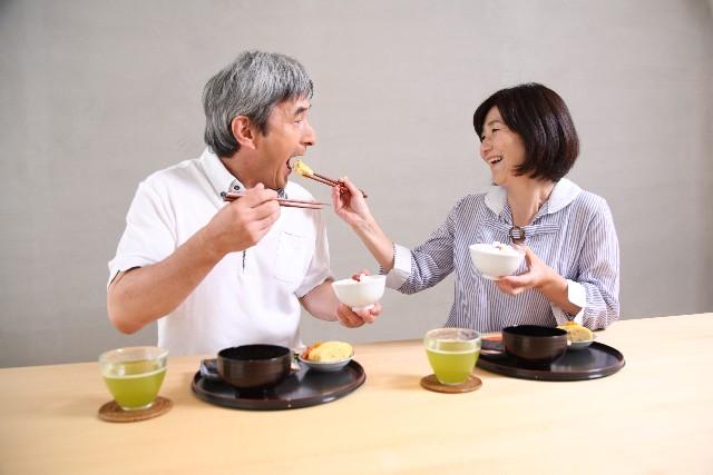 介護中の食事の姿勢は高齢者にとって重要!安全に食べる姿勢