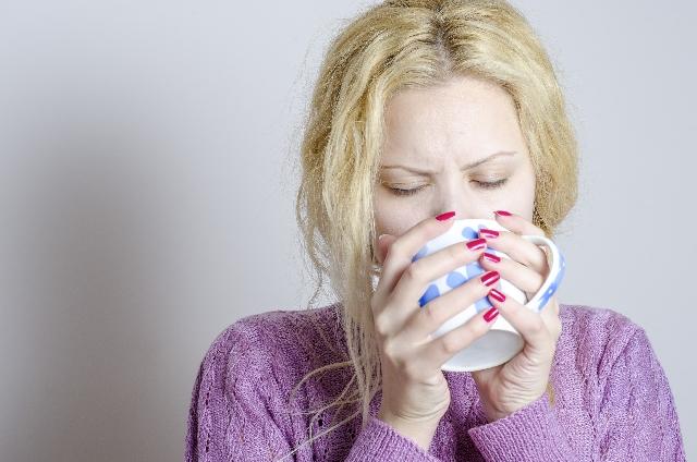 薬の服用はコーヒーで飲んだらだめ?良くない飲み合わせの理由