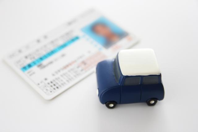 免許返納の義務化は必要?急増する高齢者の事故と制度の見直し