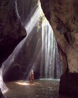 tukad-cepung-waterfall-bali-lightray-blog-Ilse-400x500