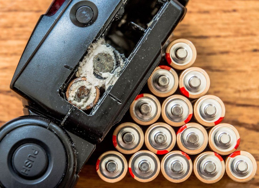 how to clean car battery terminals of corrosion