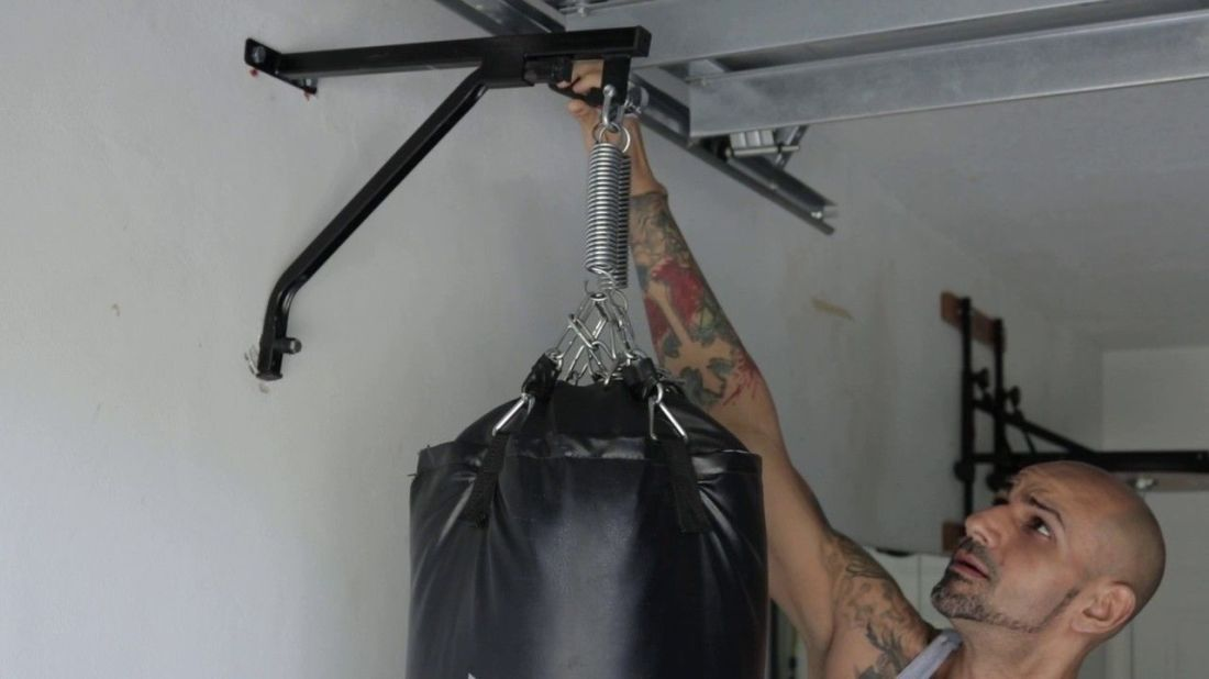 How to hang a heavy bag from the ceiling bags boxing