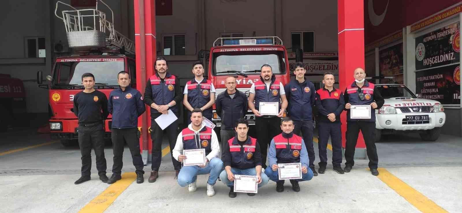 Gönüllü itfaiyeciler sertifikalarını aldı