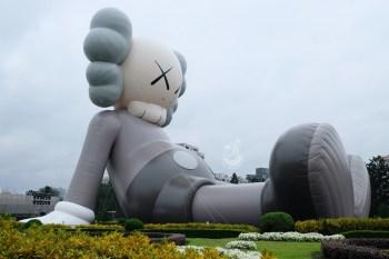 Kaws巨型公仔在中正紀念堂坐檯-獨家台灣Kaws周邊商品限量販售