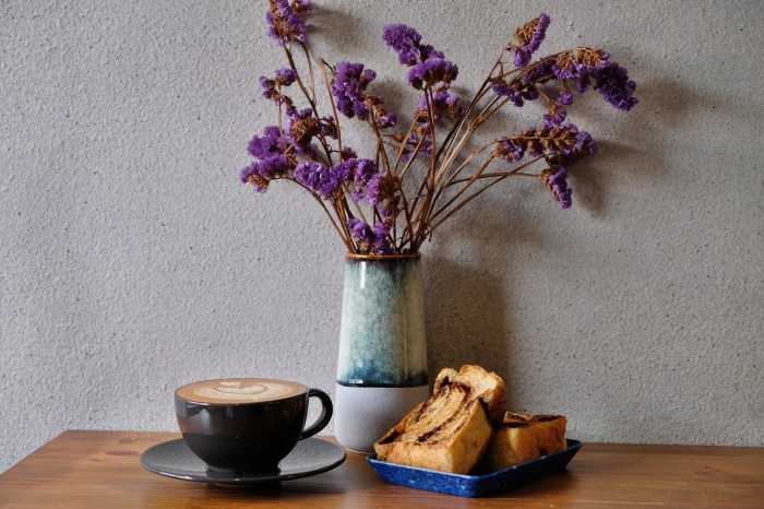 Coffee and Couple︱日式工業混搭風的士林咖啡廳,吃得到Haritts甜甜圈