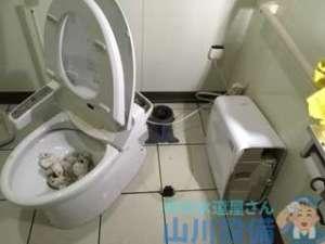 大阪府堺市北区長曽根町  トイレ水漏れ修理  床と便器の間から水漏れ
