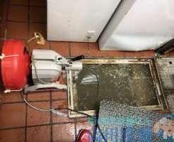 大阪市中央区南船場の排水管のつまりは山川設備のドレンクリーナーのワイヤーでは届かず(泣)