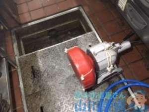 大阪市北区茶屋町の居酒屋さんで排水管つまりによる水溢れが発生修理依頼です。