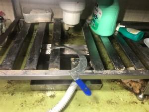 大阪狭山市岩室で排水栓の水漏れは山川設備にお任せ下さい。