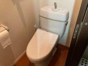 高槻市寿町のトイレ水漏れは山川設備にお任せ下さい。