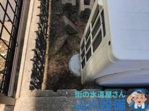 本来なら排水マスの上に室外機を置くと洗管作業の邪魔になります。