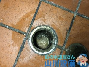大阪市港区磯路で掃除点検口の確認をして油脂の塊が確認出来たら山川設備にお任せ下さい。