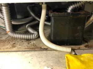 大阪市淀川区宮原の電気温水器カランの水漏れ修理は山川設備にお任せ下さい。