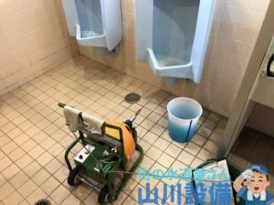 岸和田市中井町の小便器をワイヤーで通管作業するなら山川設備にお任せ下さい。