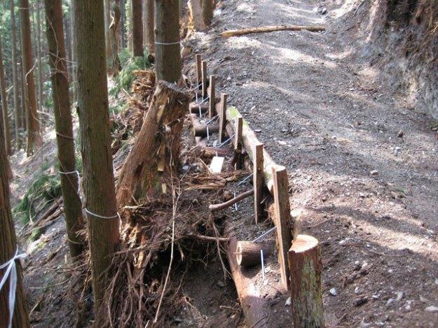 森林作業道作設#5( 急傾斜地における丸太組工 )| やまさ育林