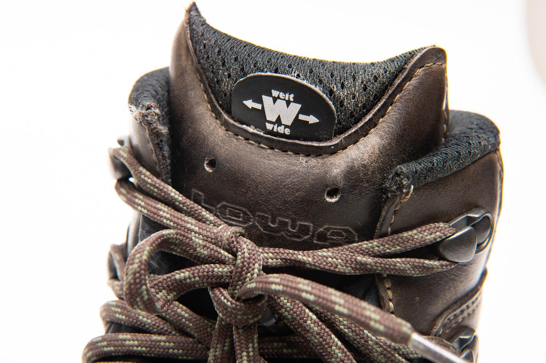 幅広サイズの登山靴