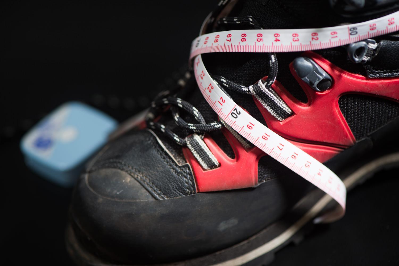 足のサイズを正確に計測する