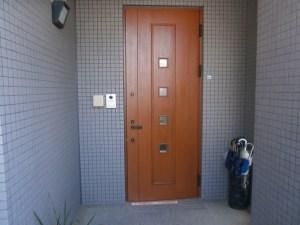 木製玄関ドアの塗替え