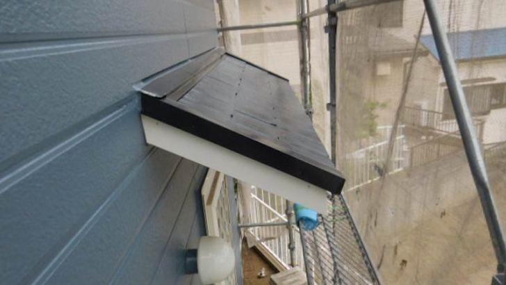 下屋根の破風板金の工事の施工後の様子