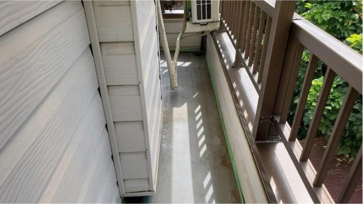 ベランダの防水工事のエアコンの撤去