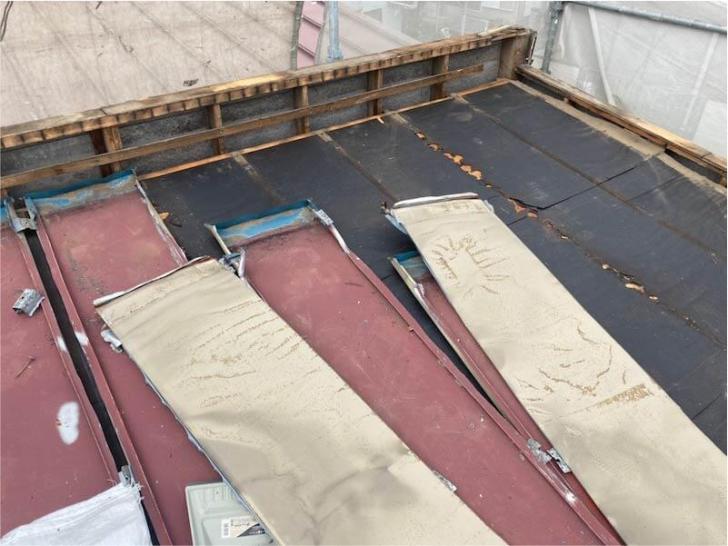 鎌ヶ谷市の屋根葺き替え工事の屋根材の撤去・解体