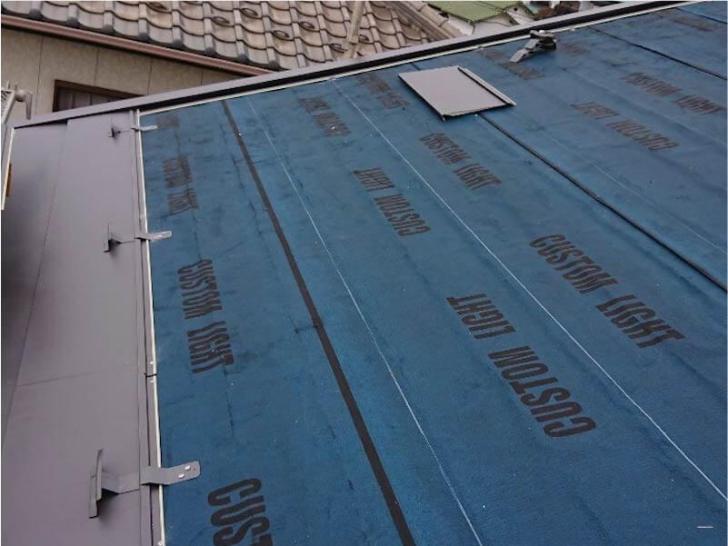 習志野市の屋根リフォームの屋根材の設置