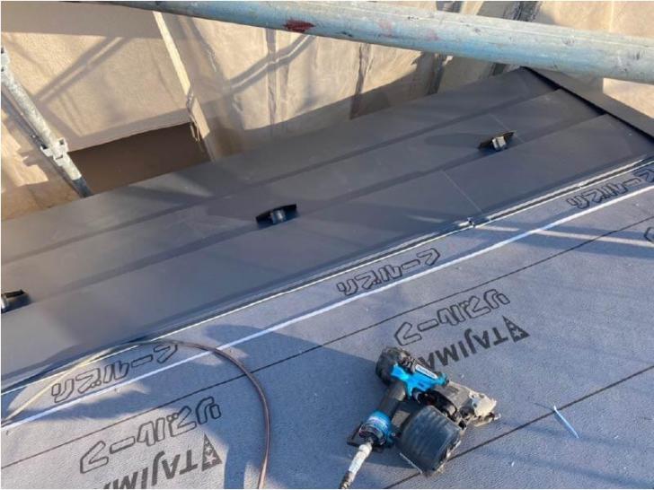 松戸市の屋根葺き替え工事の役物の設置