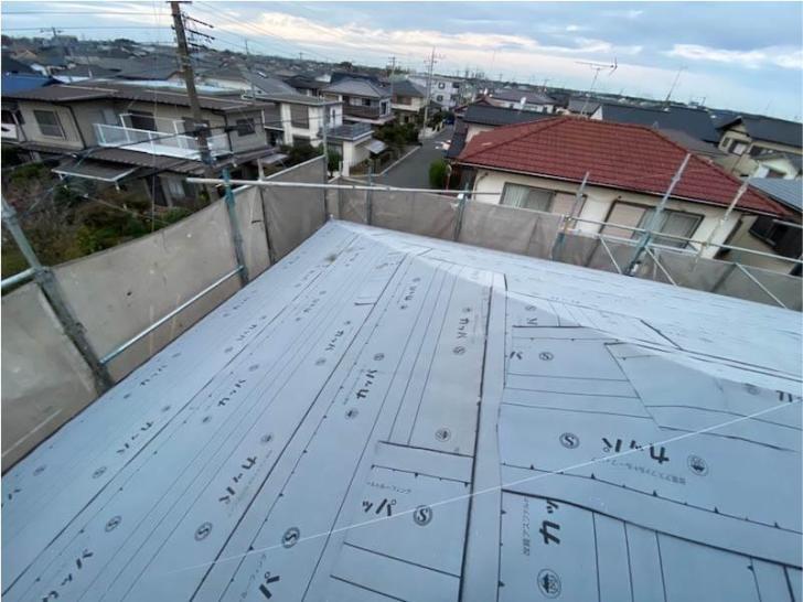 練馬区の屋根葺き替え工事の防水シートの施工