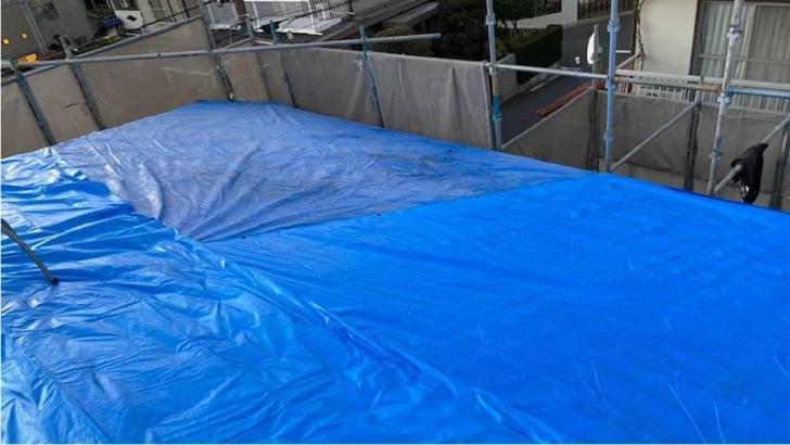 練馬区の屋根葺き替え工事のブルーシートの応急処置
