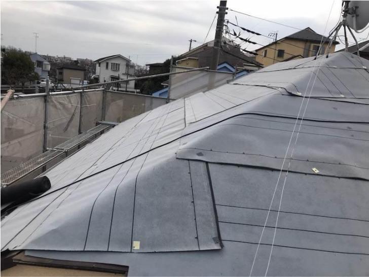 港南区の屋根リフォームの防水シートの施工